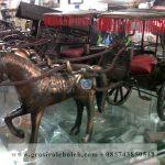 Miniatur Dokar Unik warna Merah dengan kuda dan roda dua