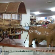 Miniatur Gerobak Dua Sapi Unik, Besar dan Klasik dari Kayu Khas Yogyakarta