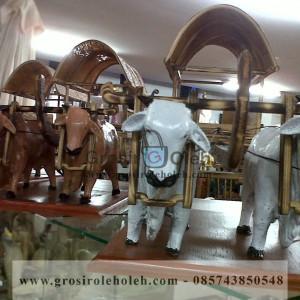 Miniatur Gerobak Dua Sapi Warna Putih Unik, Besar dan Klasik dari Kayu Khas Yogyakarta