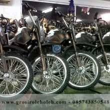 Miniatur Motor Trill Keren, Mirip dan Unik dari Logam Khas Yogyakarta