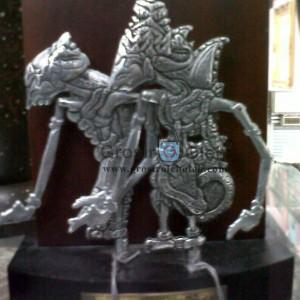 Wayang Rama dan Shinta Berpasangan Terbuat dari Besi Unik dari Yogyakarta