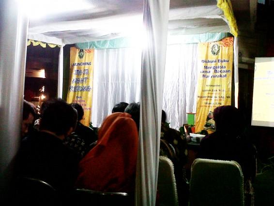 Pembacaan Doa bersama sebelum Launching Jogja Night Reading