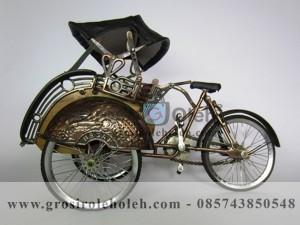 Becak Antik Warna, Unik, Klasik Berbahan dari Besi Cor Tembaga dan Kuningan
