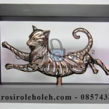 Frame Tiger Artistik, Antik, terbuat dari Besi Cor Tembaga dan Kuningan