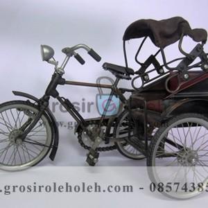 Miniatur Becak Medan Unik, Antik, Klasik, Mewah, Penuh History, Bahan Besi Cor Tembaga dan Kuningan