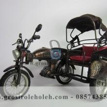 Miniatur Becak Motor Antik/Warna Unik, Klasik, dan Artistik