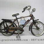 Sepeda Cowok Kecil Antik, Unik, Klasik Berbahan dari Besi Cor Tembaga dan Kuningan