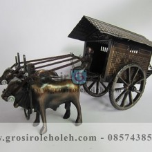 Miniatur Pedati Antik, Unik, Klasik, Artistik Berbahan dari Besi Cor Tembaga dan Kuningan