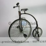 Miniatur Sepeda Akrobat Antik, Unik, Klasik, Artistik Berbahan dari Besi Cor Tembaga dan Kuningan