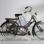 Sepeda Cewek Kecil Antik, Unik, Klasik Berbahan dari Besi Cor Tembaga dan Kuningan.txt