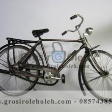 Sepeda Cowok Besar Antik, Unik, Klasik Berbahan dari Besi Cor Tembaga dan Kuningan