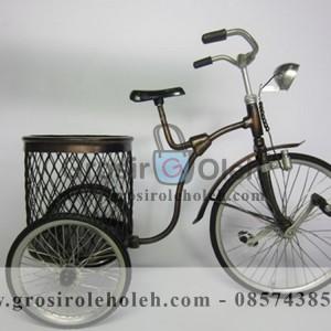 Sepeda Keranjang Antik, Unik, Klasik Berbahan dari Besi Cor Tembaga dan Kunningan