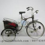 Sepeda Mandarin Kecil Antik, Unik, Klasik Berbahan dari Besi Cor Tembaga dan Kuningan
