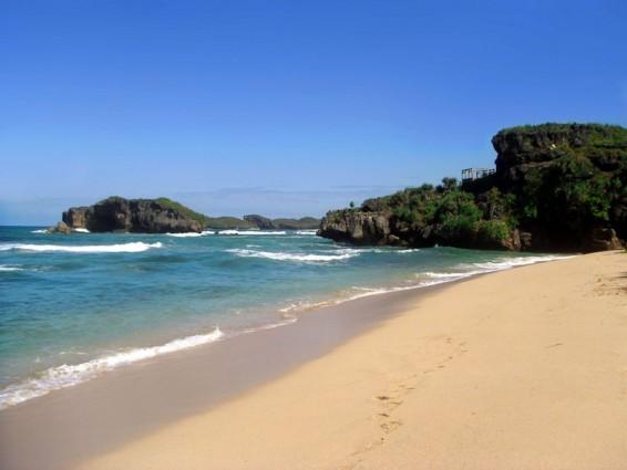 Jatuh Hati pada Pesona Alam Pantai Sundak di Gunungkidul Yogyakarta