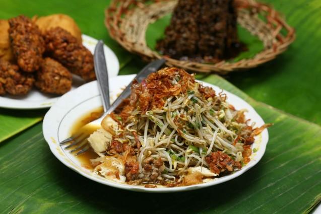 Kuliner Lontong Balap Surabaya yang Enak dan Nyaman untuk di Kunjungi