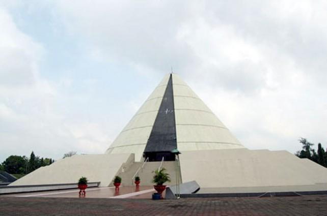 Monumen Jogja Kembali (MONJALI)