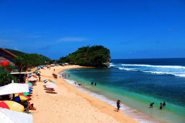 Pantai Indrayanti yang Bersih dan Cantik