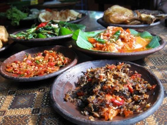 Sensasi Kuliner Pedas dan Wangi ala Sambel Welut Pak Sabar