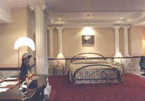 Garden Place Hotel dan Garden Hotel di Kota Surabaya