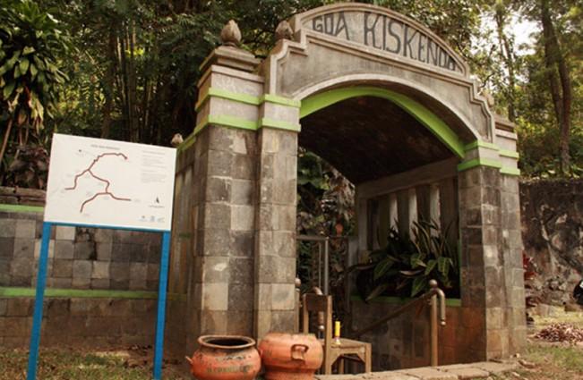 Pintu masuk Goa Kiskendo Kulon Progo