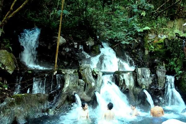 Wisata Alam Ke Taman Air Guci Jawa Tengah