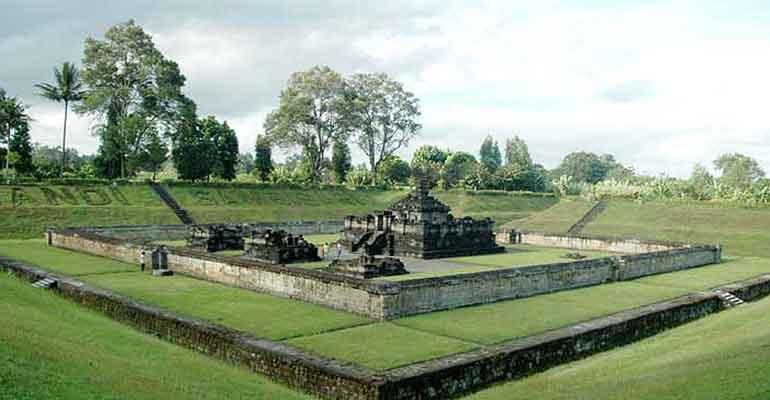 Wisata Ke Candi Sambisari Yogyakarta