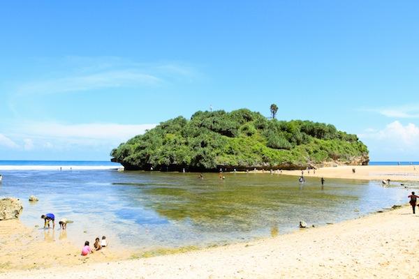 Wisata Ke Pantai Drini Yogyakarta