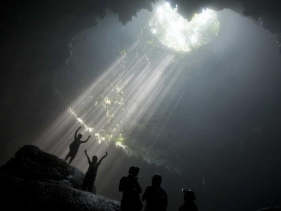 Cahaya Surga Goa Jomblang Gunung Kidul Wisata yang Menantang Adrenalin
