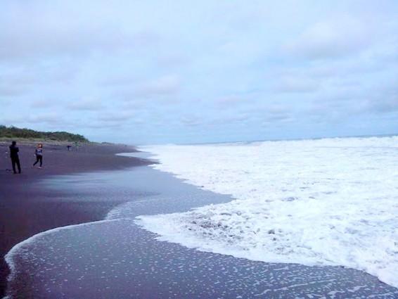 Keindahan Yang Sunyi Pantai Bugel Pas Untuk Menyendiri