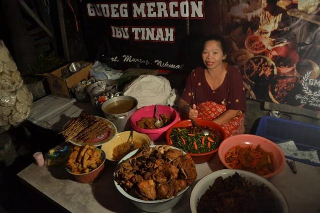Lezatnya Gudeg Mercon Bu Ngatinah Yogyakarta