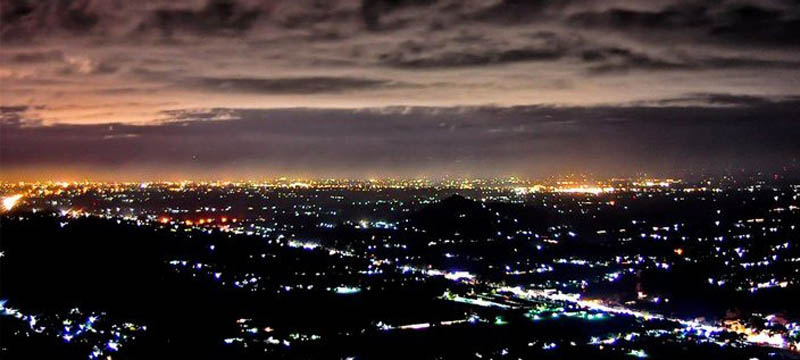 Menikmati Suasana Malam Yogyakarta di Bukit Hargodumilah yang Indah