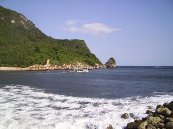 Pantai Puger yang Penuh Hasil Laut di Jember