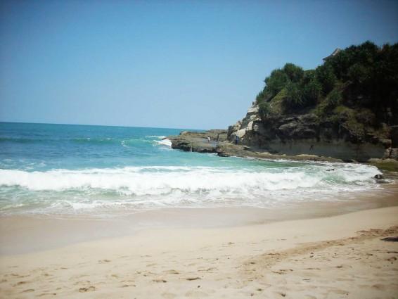 Pantai Teleng Ria yang Pas Untuk Olahraga dan Liburan