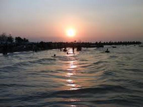 Senangnya Menikmati Matahari Tenggelam di Pantai Marina Semarang