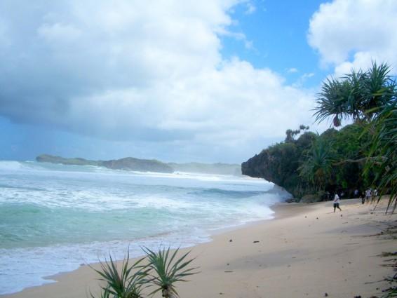 Surga Indah Pantai Somandeng Gunungkidul Yogyakarta
