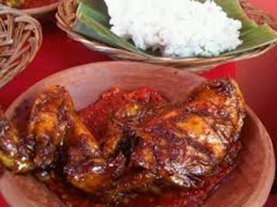 Tempat Kuliner Ayam Bakar Pedas Petir Rasanya