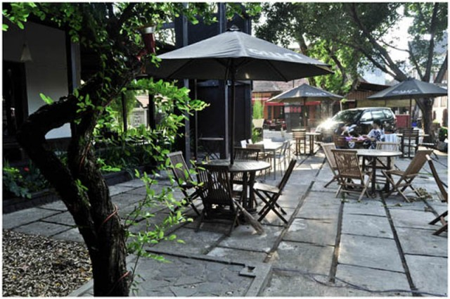 Tempat Nongkrong Asyik, Romantis, dan Nyaman Own Cafee