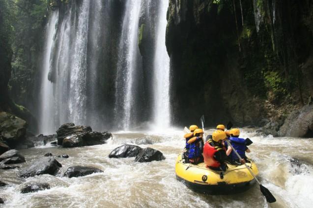 Wisata Arung Jeram Pekalen di Probolinggo yang Indah