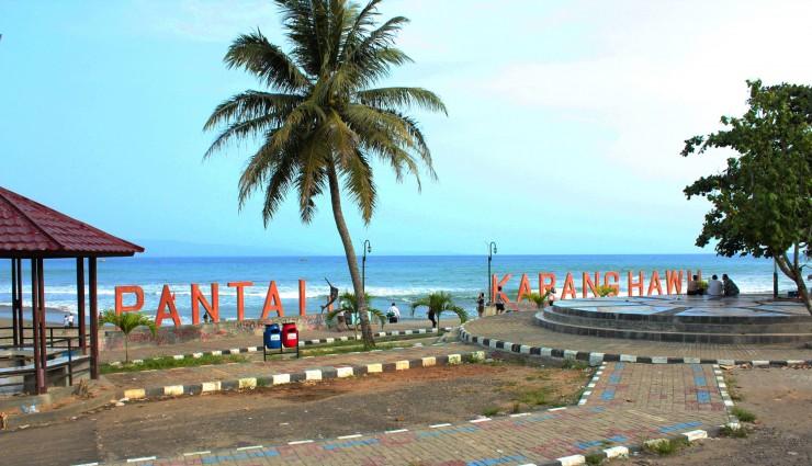 Wisata Pantai Pelabuhan Ratu yang Indah