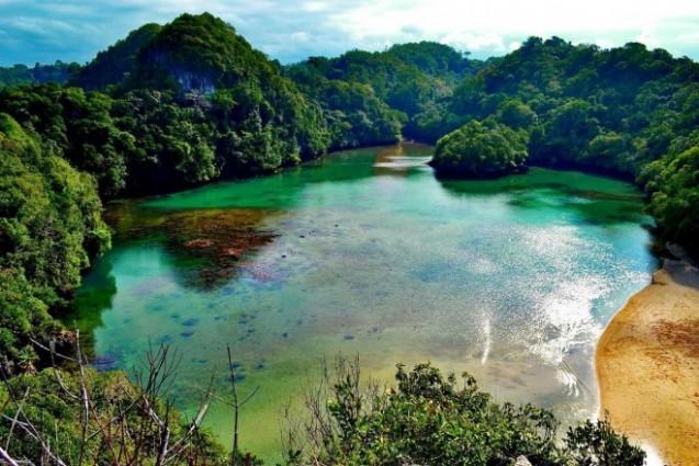 Wisata Pantai Sendang Biru yang Indah