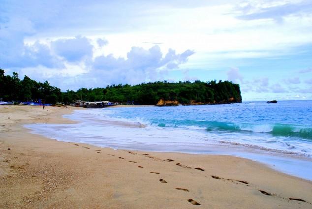 Wisata Pantai Tambakrejo di Blitar yang Bersih