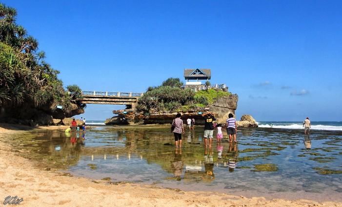 Pantai Kukup Digunung Kidul Jogjakarta Tempat Berlibur Bersama keluarga