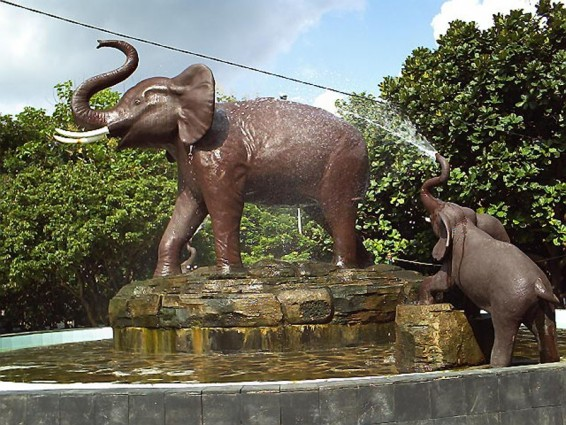 Patung Gajah di Taman Denggung