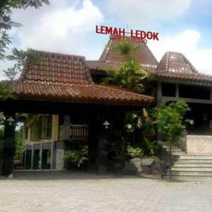 Rumah Makan Lemah Ledok Garden Resto khas Jogja
