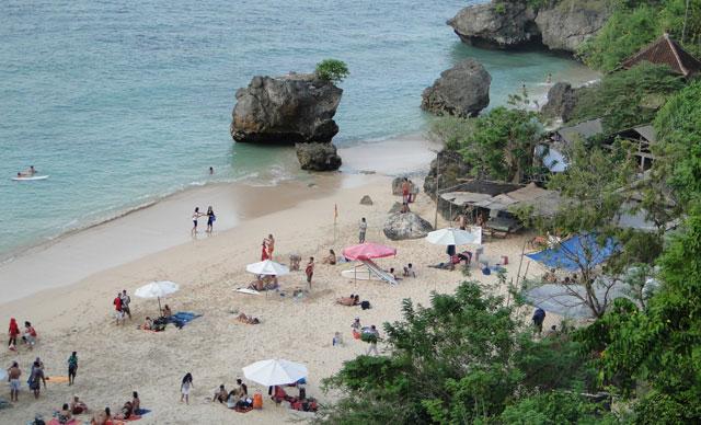 Tempat Wisata Di Pantai Padang Padang