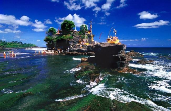 Tempat Wisata Di pantai Pura Tanah Lot