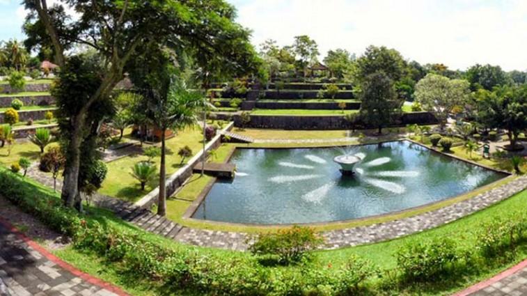 Asyiknya Berwisata di Pemandian Taman Narmada Lombok