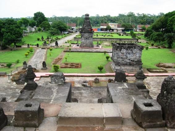 Candi Penataran yang Bersifat Keagamaan Hindu Siwaitis