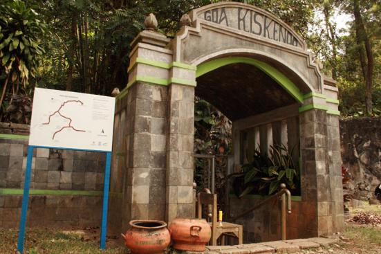 Wisata Alam Gua Kiskendo Yogyakarta